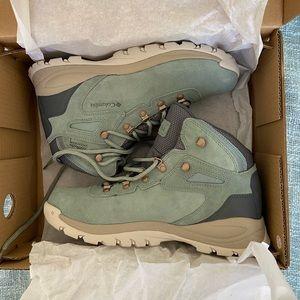NWT Columbia hiking boots